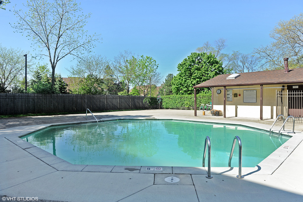 Contact Lou Zucaro at 312.907.4085 or lou.zucaro@bairdwarner.com today to arrange a private showing.