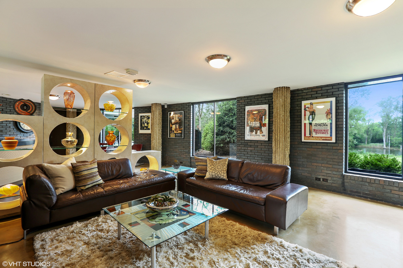 Call Lou Zucaro at 312.907.4085 to arrange a private showing