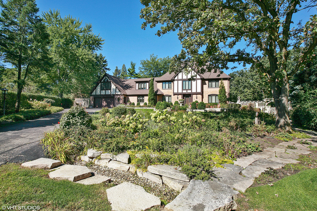 Contact Lou Zucaro of Baird & Warner at 312.907.4085 or lou.zucaro@bairdwarner.com to arrange a private showing today!